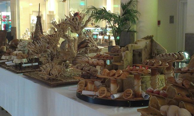 bread decoration table