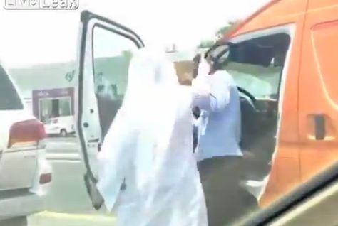 Emirati attacking Indian driver in Dubai