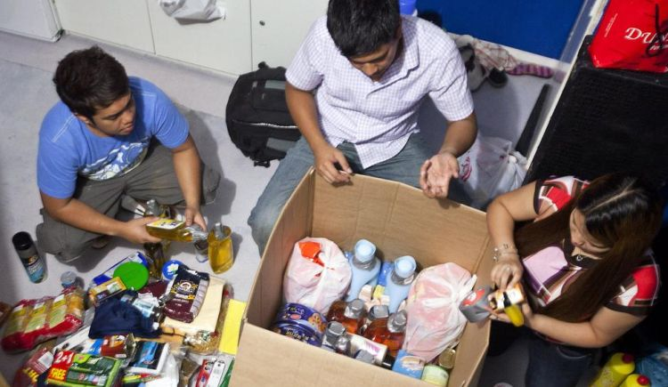 Filipino cargo inspection balikbayan