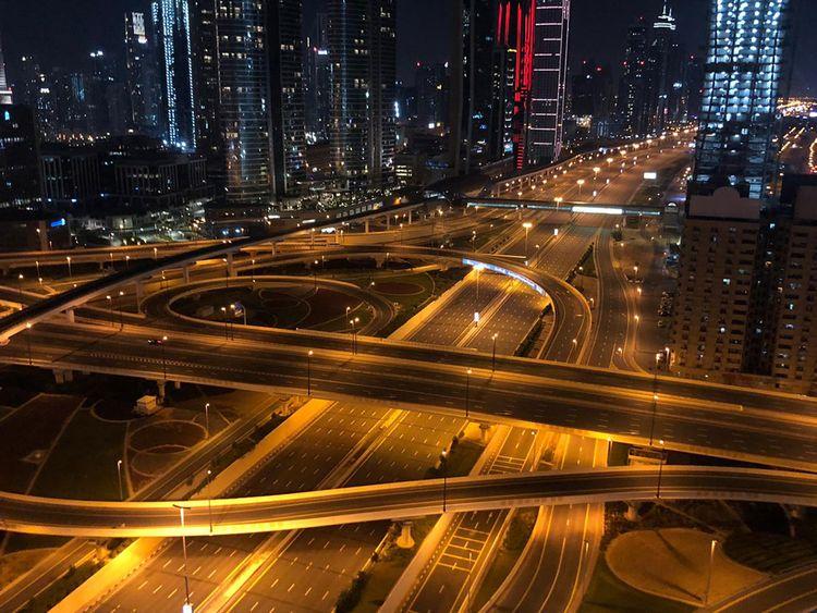 sheikh zayed road dubai coronavirus lockdown