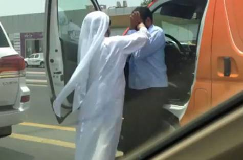 Emirati attacking Indian driver in Dubai 2